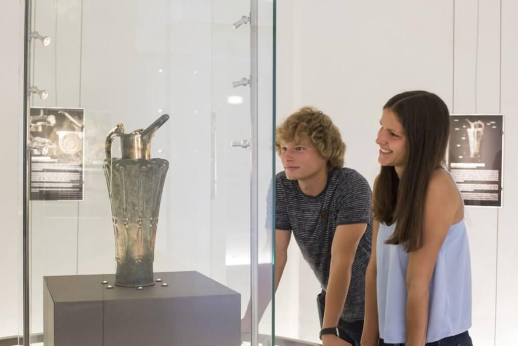 hallein-duerrnberg-erleben-sehenswuerdigkeiten-keltenmuseum-schnabelkanne