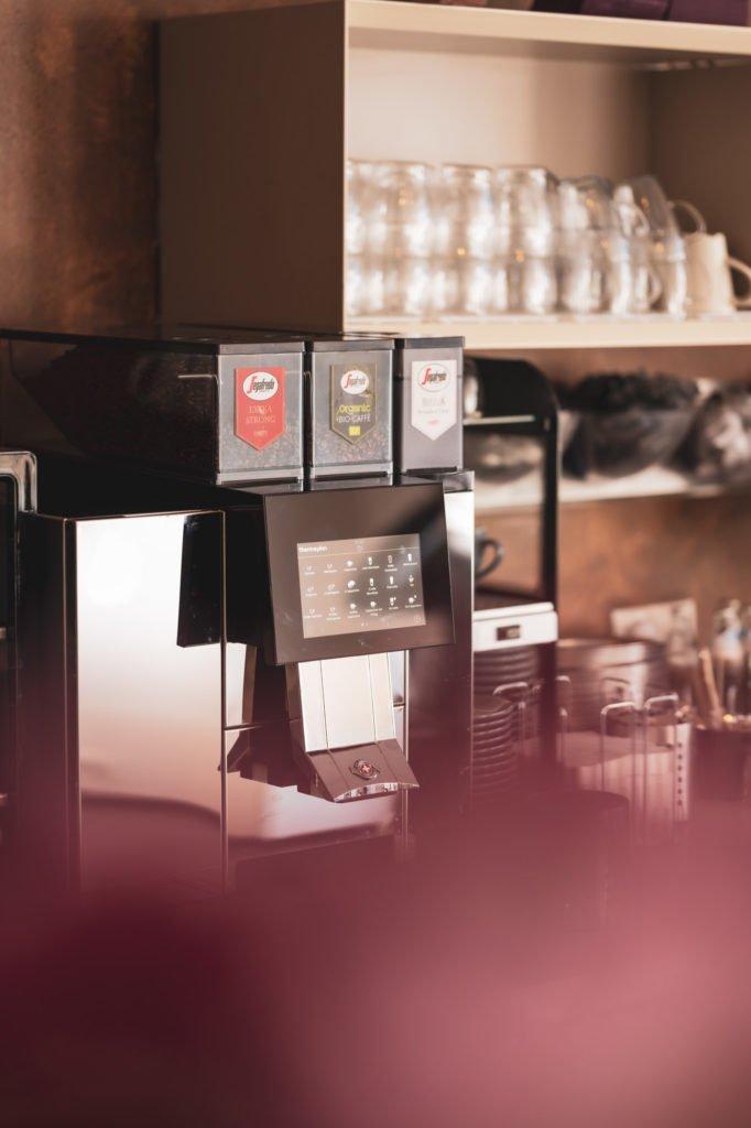 tvb-hallein-duerrnberg-erleben-geniessen-cafe-am-steg-kaffeemaschine