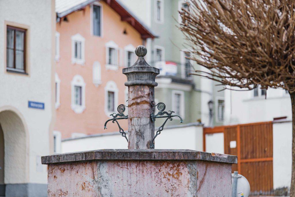 tvb-hallein-bad-duerrnberg-erleben-sehenswuerdigkeiten-brunnen-verkehrsinsel