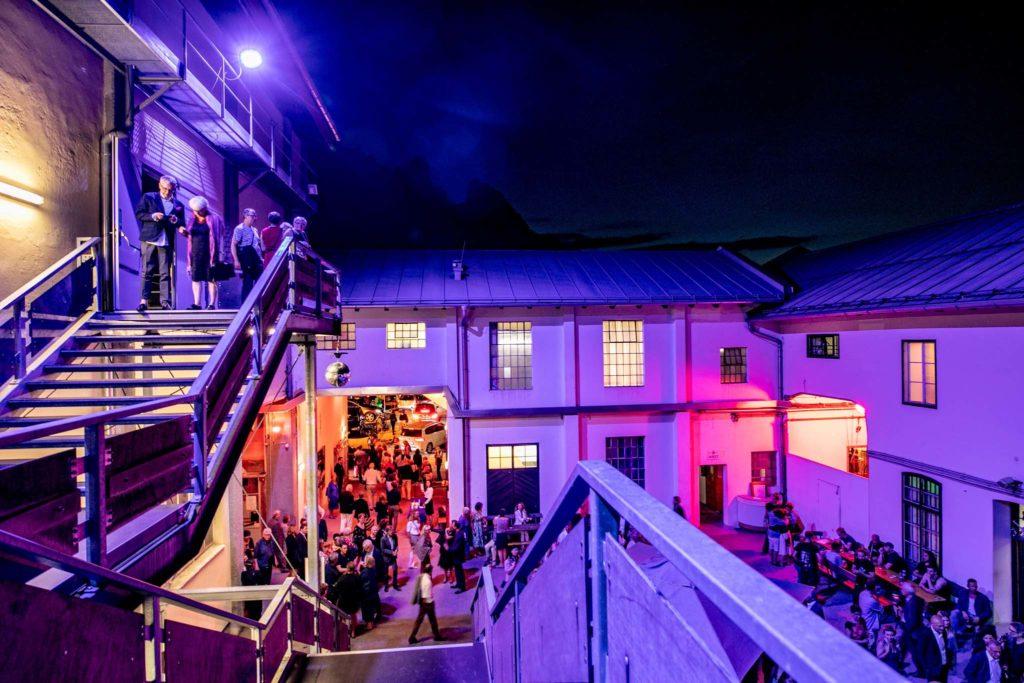 tvb-hallein-duerrnberg-erleben-kultur-festspiele-pernerinsel-festspielgarten-bei-nacht
