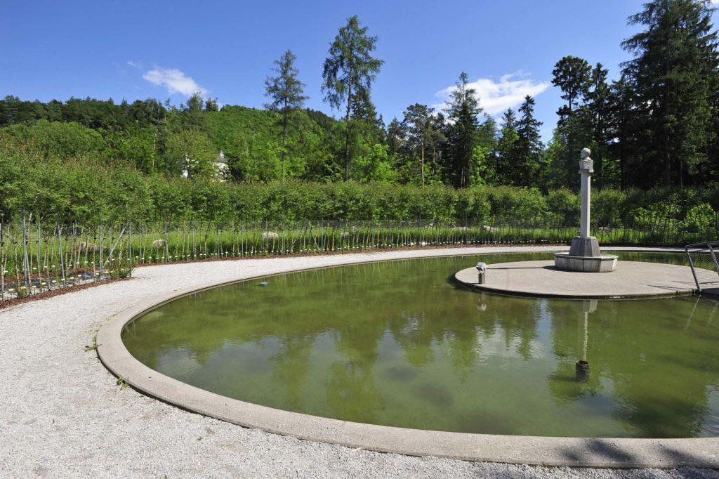 tvb-hallein-duerrnberg-erleben-kultur-skulpturenpark-leube-teich-sommer