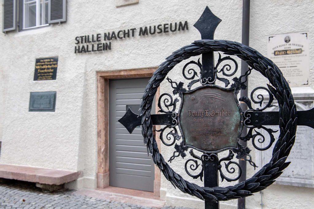tvb-hallein-duerrnberg-erleben-kultur-stille-nacht-museum-grab-franz-xaver-gruber-detail