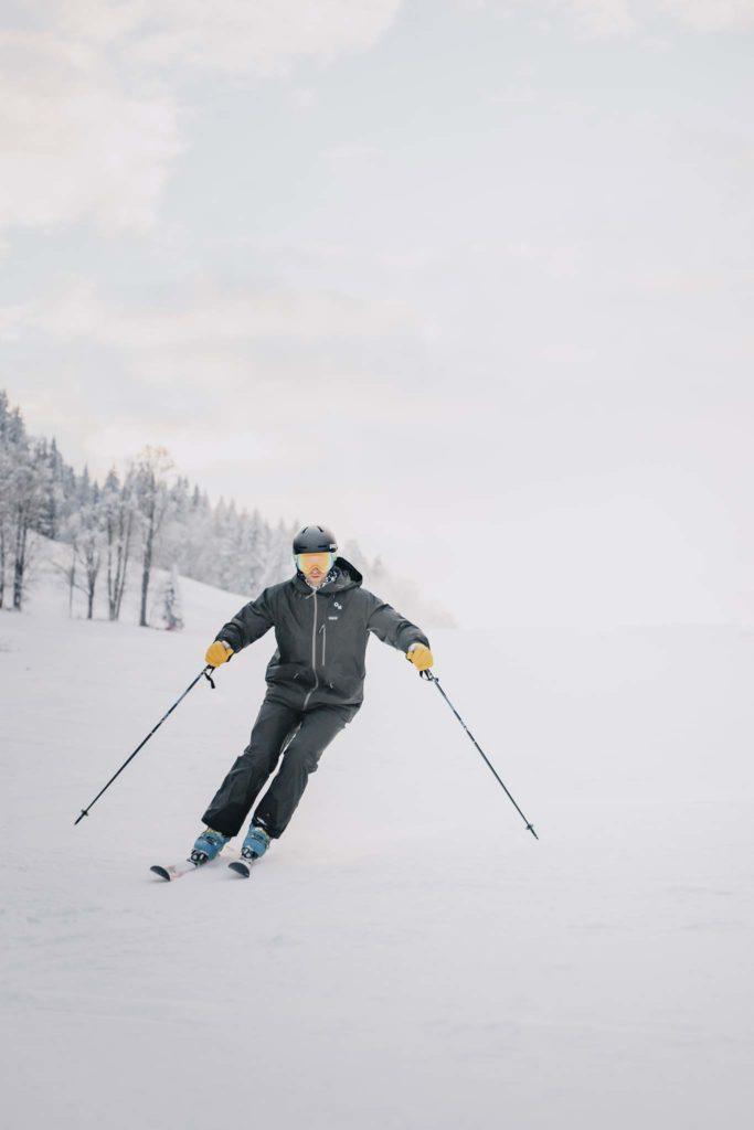 tvb-hallein-duerrnberg-erleben-duerrnberg-skifahren-am-duerrnberg-mann-beim-skifahren