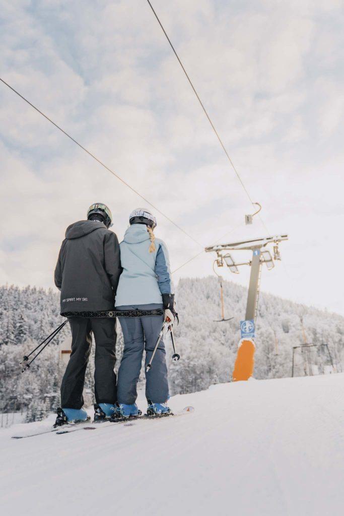 tvb-hallein-duerrnberg-erleben-duerrnberg-skifahren-am-duerrnberg-paerchen-auf-lift