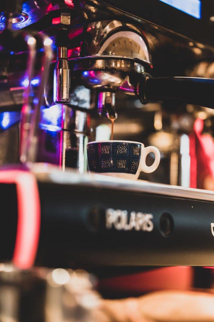 tvb-hallein-duerrnberg-erleben-geniessen-cafe-melies-espresso-zubereitung