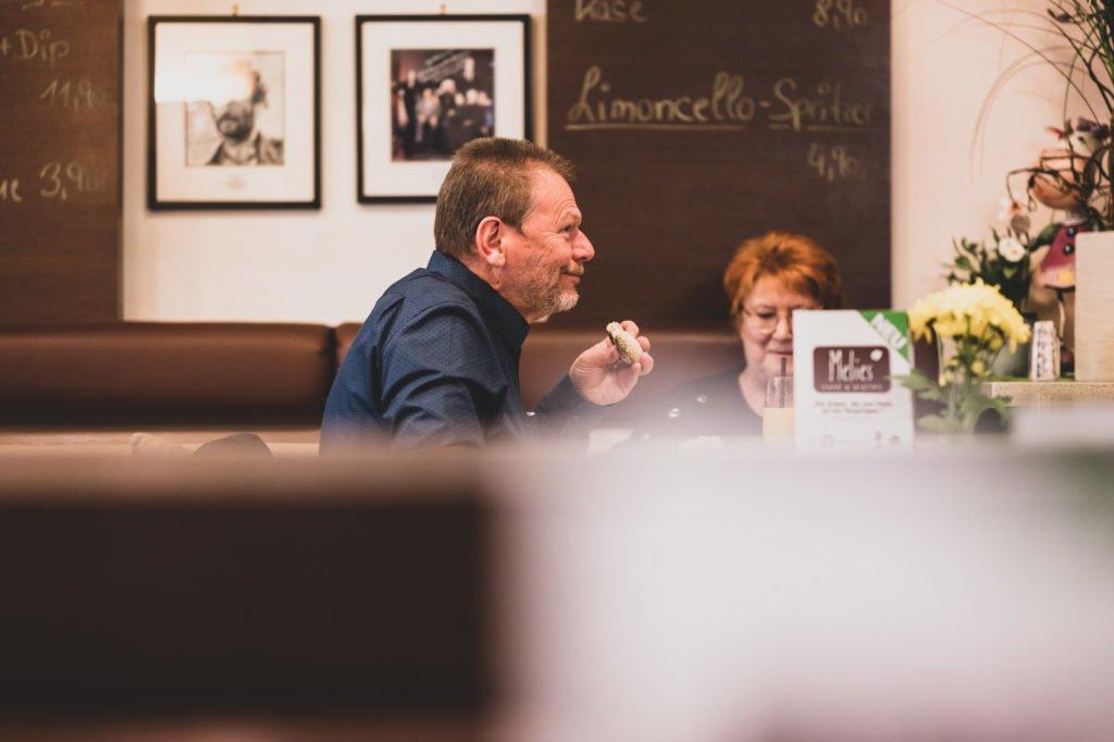 tvb-hallein-duerrnberg-erleben-geniessen-cafe-melies-fruehstueck-mann-und-frau