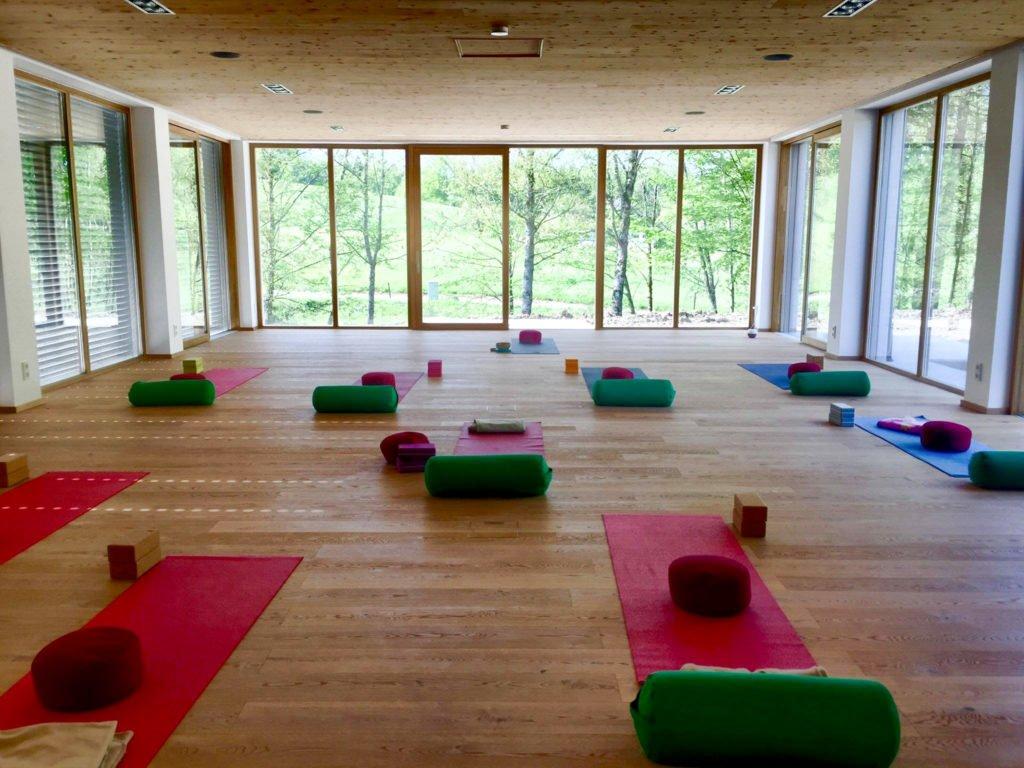 tvb-hallein-duerrnberg-erleben-gesundheit-kranzbichlhof-innen-yoga