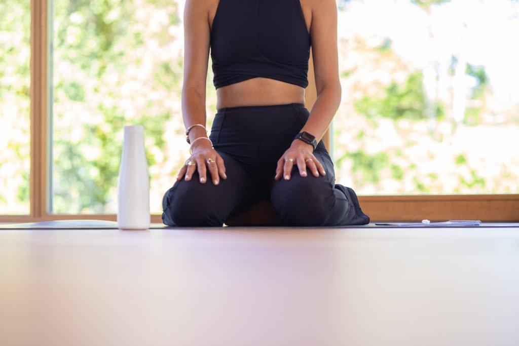 tvb-hallein-duerrnberg-erleben-gesundheit-kranzbichlhof-innen-yoga-person