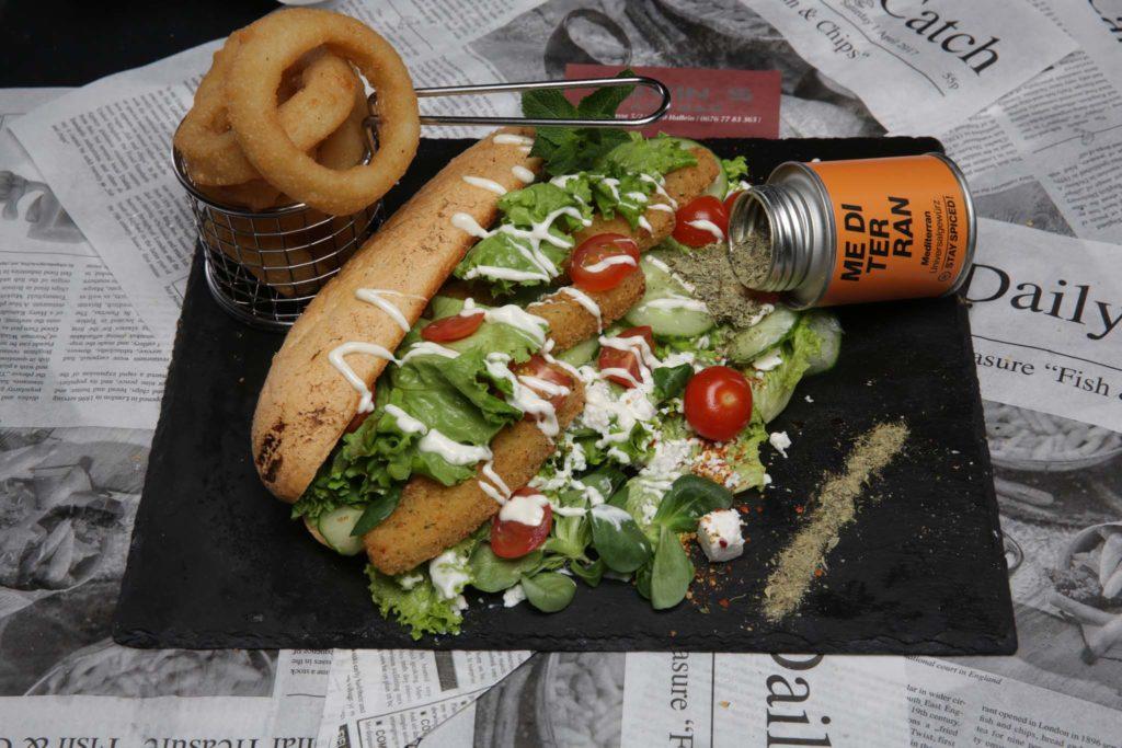 tvb-hallein-duerrnberg-genießen-kevins-art-bar-hotdog
