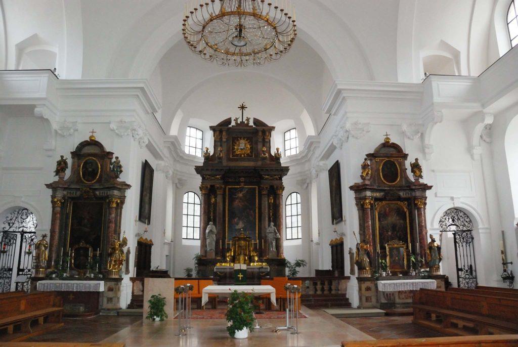 tvb-hallein-duerrnberg-erleben-sehenswuerdigkeiten-stadtpfarrkirche-altar-innen
