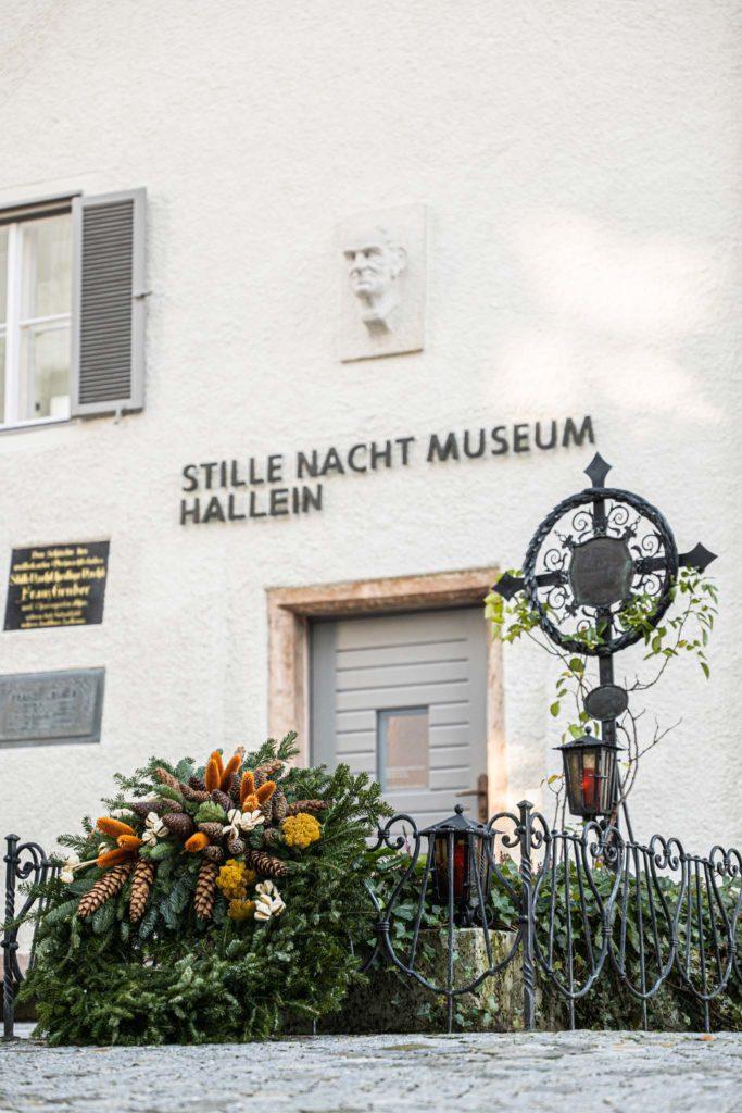 tvb-hallein-duerrnberg-erleben-sehenswuerdigkeiten-stille-nacht-museum-aussen-hoch