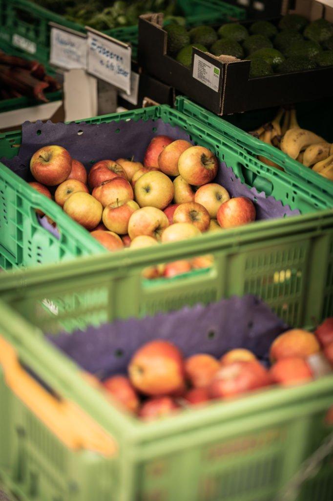 tvb-hallein-duerrnberg-erleben-shopping-biomarkt-aepfel