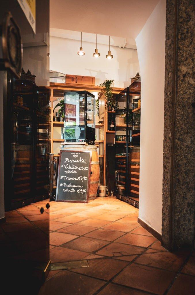tvb-hallein-duerrnberg-erleben-shopping-danijels-restaurant-innenraum-hoch
