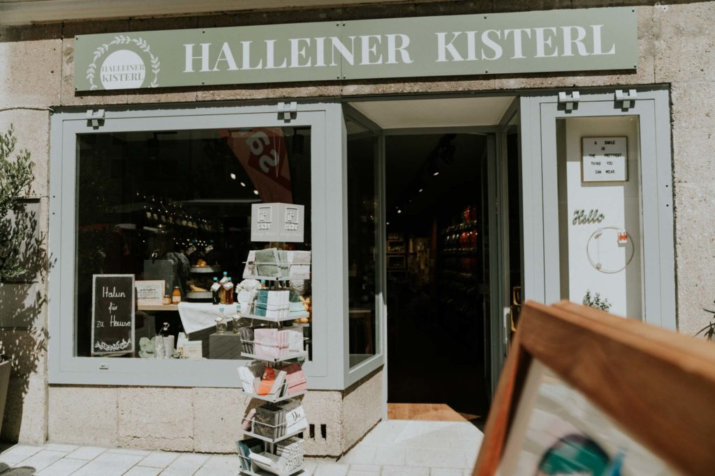 tvb-hallein-duerrnberg-erleben-shopping-halleiner-kisterl-eingang