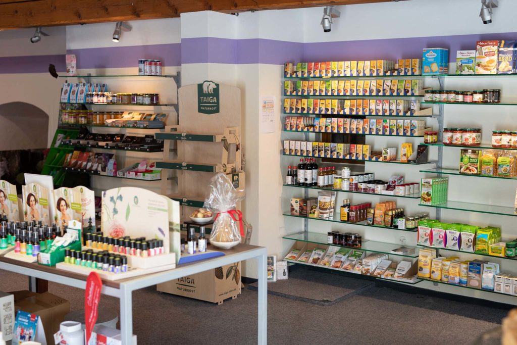 tvb-hallein-duerrnberg-erleben-shopping-ninatur-innenraum