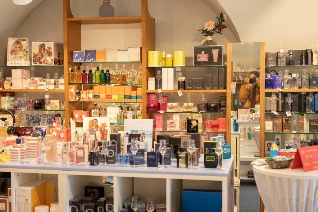 tvb-hallein-duerrnberg-erleben-shopping-parfumeriecharlie-innen