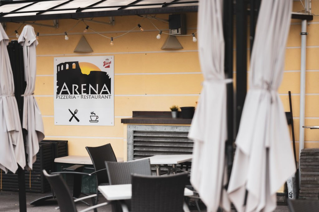 tvb-hallein-duerrnberg-erleben-shopping-pizzeria-restaurant-arena-gastgarten