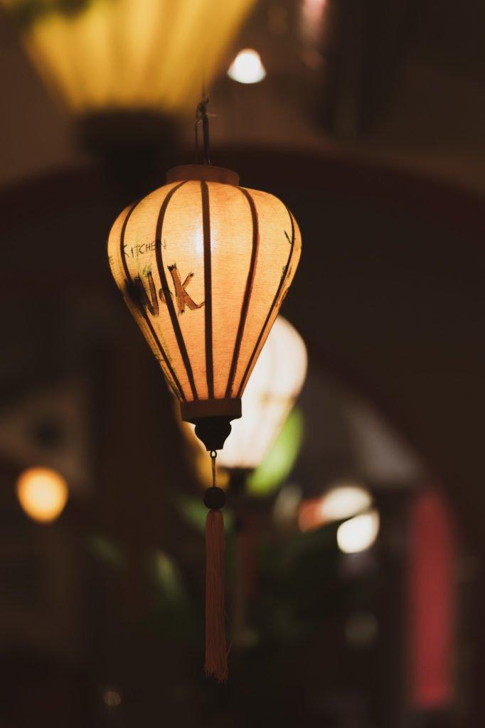 tvb-hallein-duerrnberg-erleben-shopping-viet-wok-deckenlampe