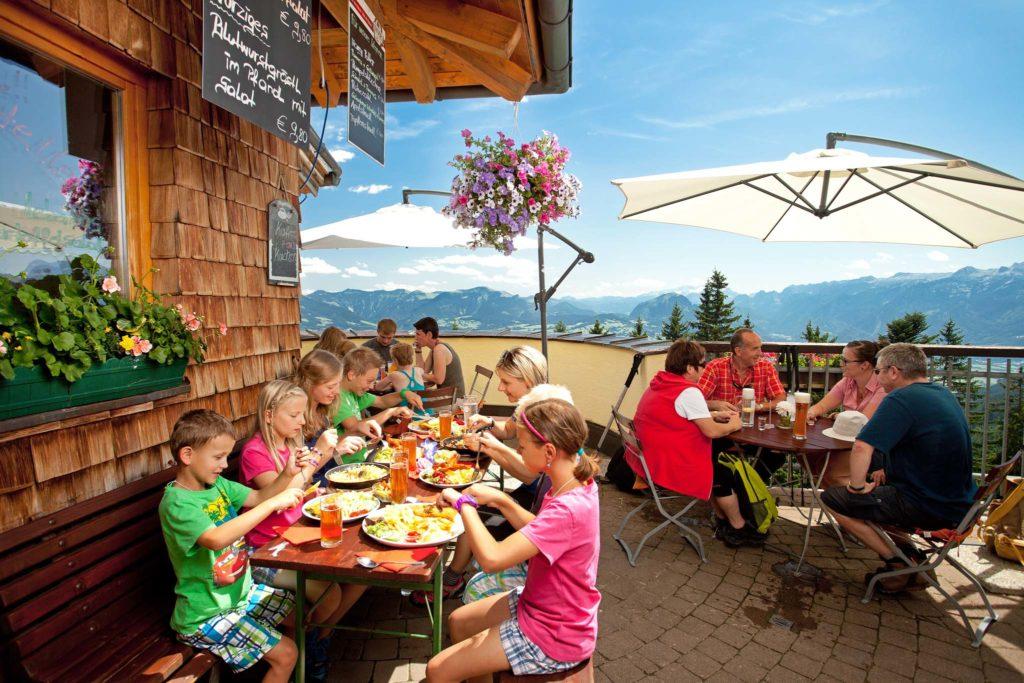tvb-hallein-duerrnberg-genießen-bergrestaurant-zinkenstüberl-gastgarten