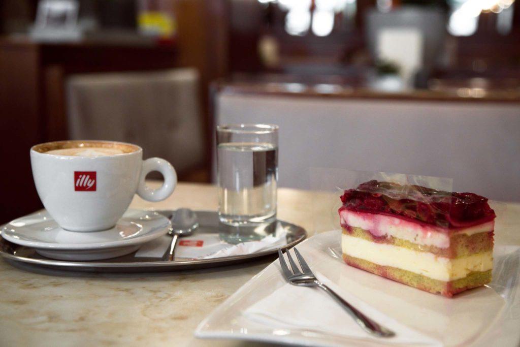 tvb-hallein-duerrnberg-genießen-cafe-mikl-kaffee-und-kuchen