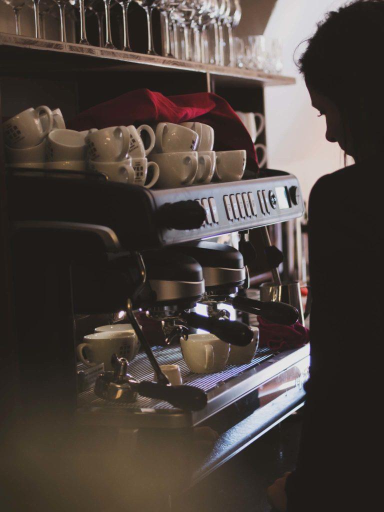 tvb-hallein-duerrnberg-genießen-cafe-purpur-kaffee-zubereitung
