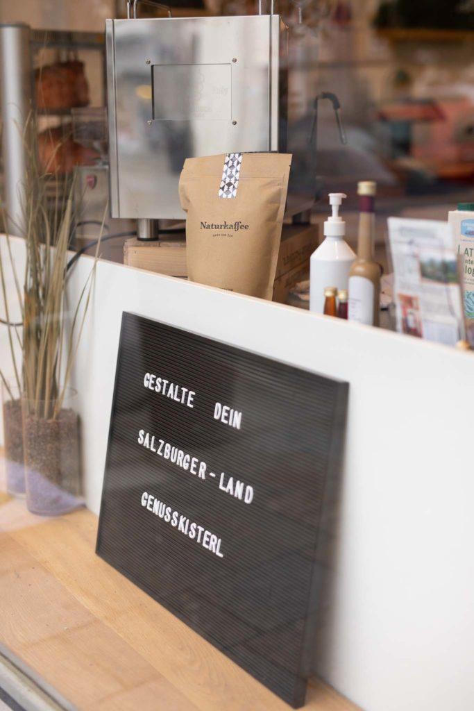 tvb-hallein-duerrnberg-genießen-feinkostlaeden-dorfladen-auslage