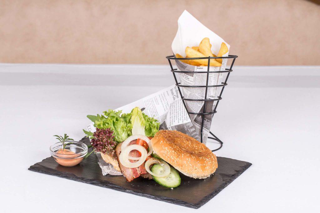tvb-hallein-duerrnberg-genießen-gasthaus-hager-hauptspeise-burger