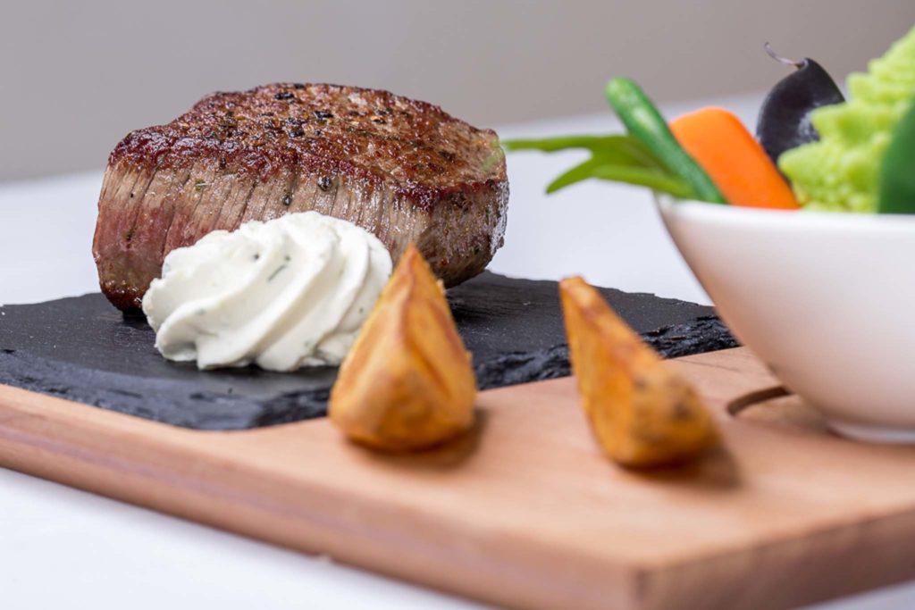 tvb-hallein-duerrnberg-genießen-gasthaus-hager-hauptspeise-steak
