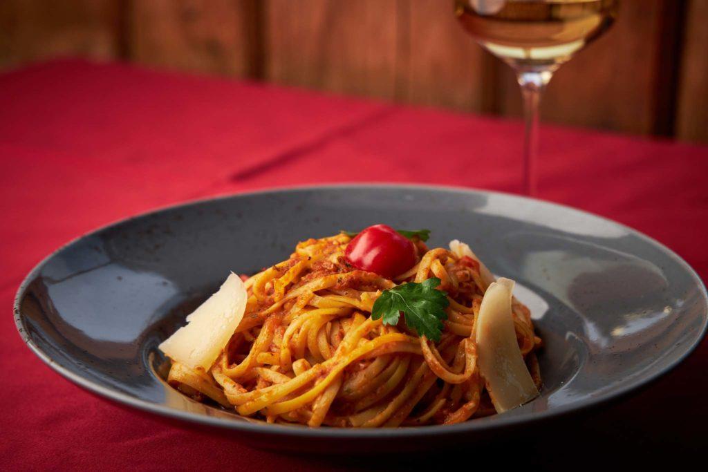 tvb-hallein-duerrnberg-genießen-pizzeria-bella-palma-spaghetti-arrabiata