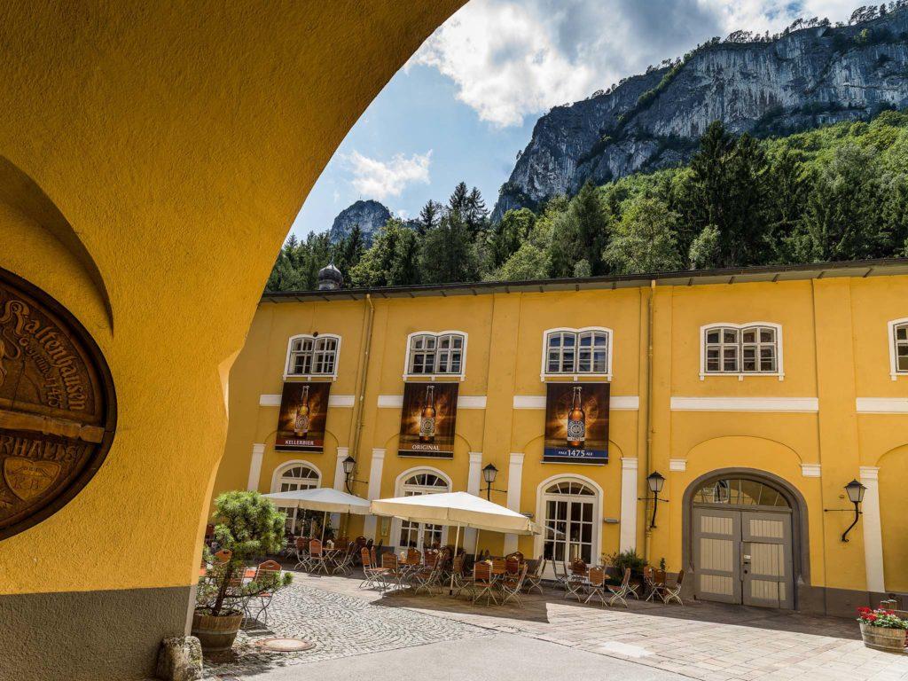 tvb-hallein-duerrnberg-geniessen-restaurant-kaltenhausen-terrasse-innenhof