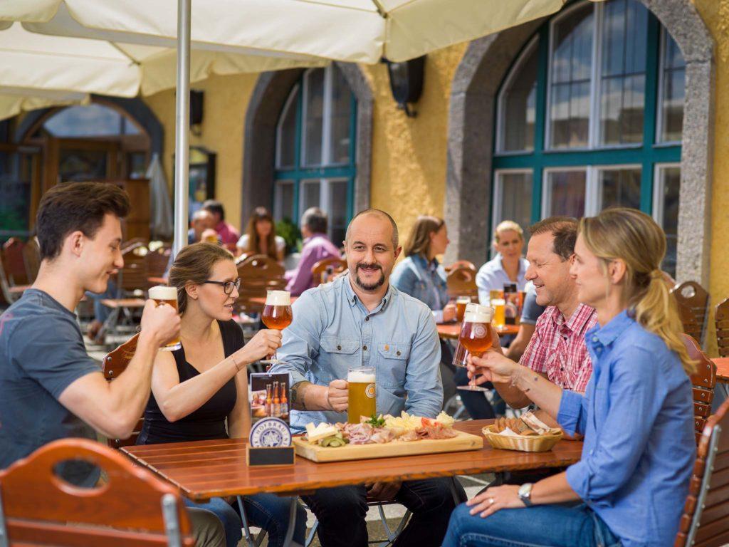 tvb-hallein-duerrnberg-genießen-restaurant-kaltenhausen-terrasse-vorne
