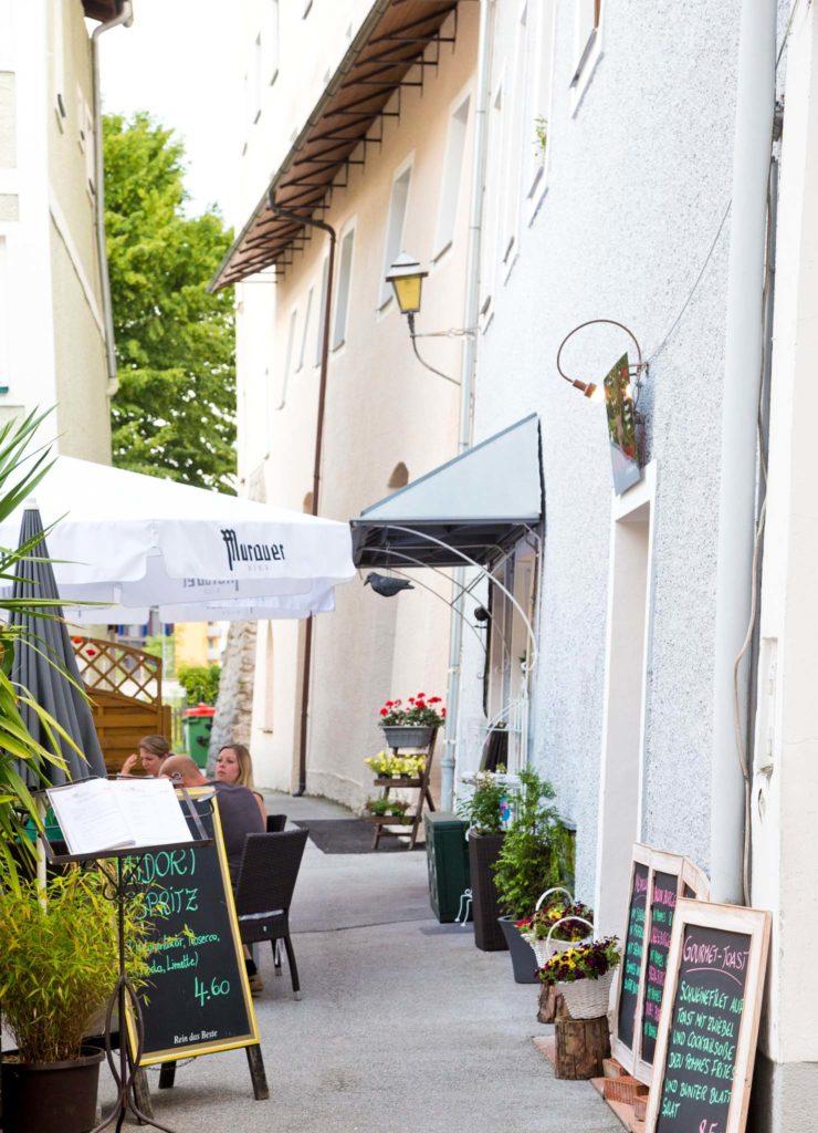 tvb-hallein-duerrnberg-genießen-roadhouse-xxl-eingang-restaurant