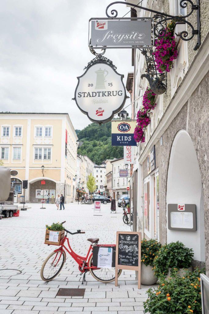 tvb-hallein-duerrnberg-genießen-stadtkrug-hallein-eingangsbereich-altstadt