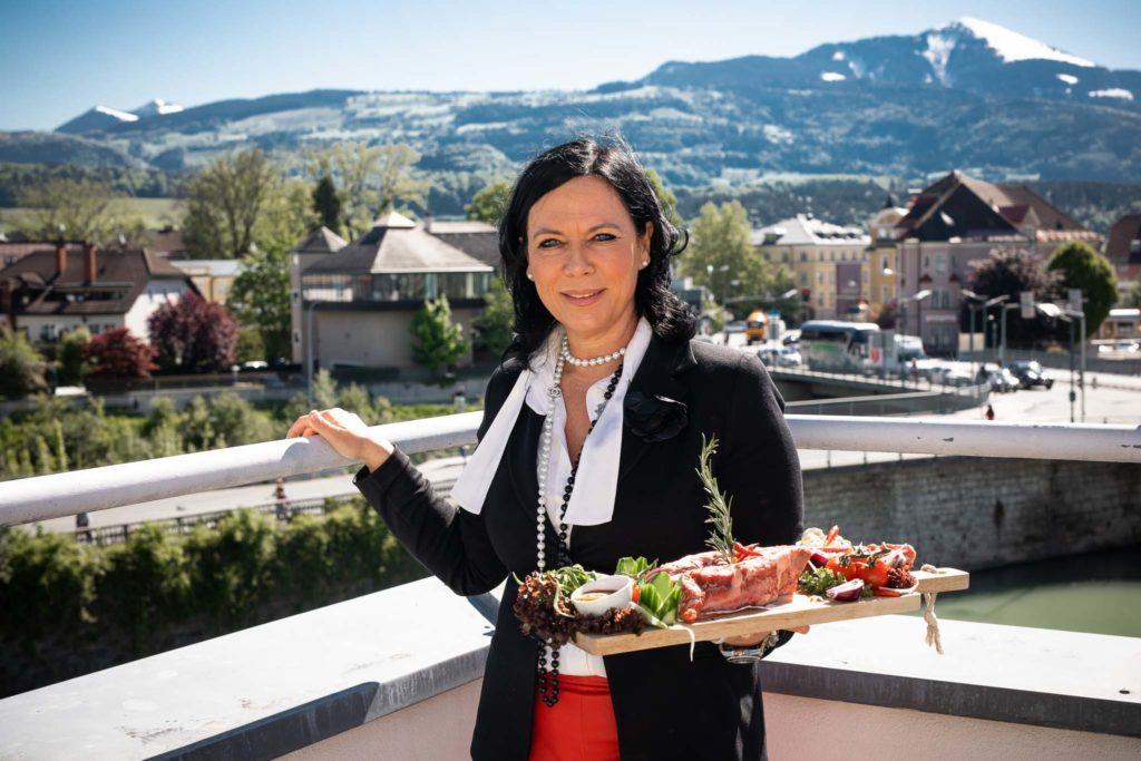 tvb-hallein-duerrnberg-genießen-steakhouse-restaurant-tepito-inhaberin