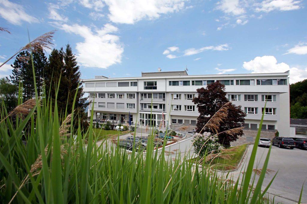Aussenansicht Krankenhaus, EMCO Privatklinik, Dürrnberg/Salzburg, Mai 2018
