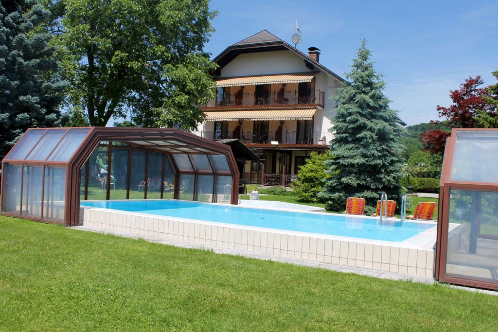 tvb-hallein-duerrnberg-unterkunft-sommerauer-hausansicht-pool-aussen