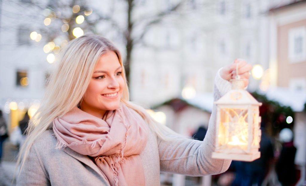 tvb-hallein-dürrnberg-erleben-advent-bayrhamerplatz-adventmarkt-laterne