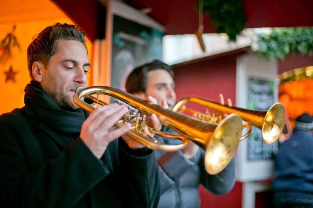 tvb-hallein-dürrnberg-erleben-advent-bayrhamerplatz-adventmarkt-trompeten