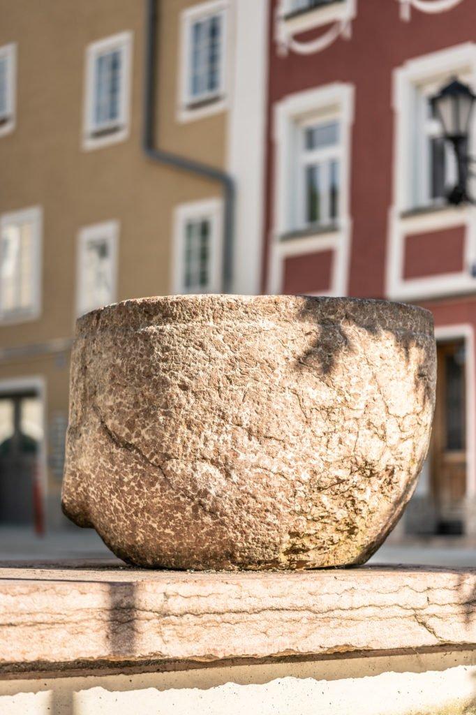 tvb-hallein-duerrnberg-erleben-sehenswuerdigkeiten-kornmass-brunnen-hoch