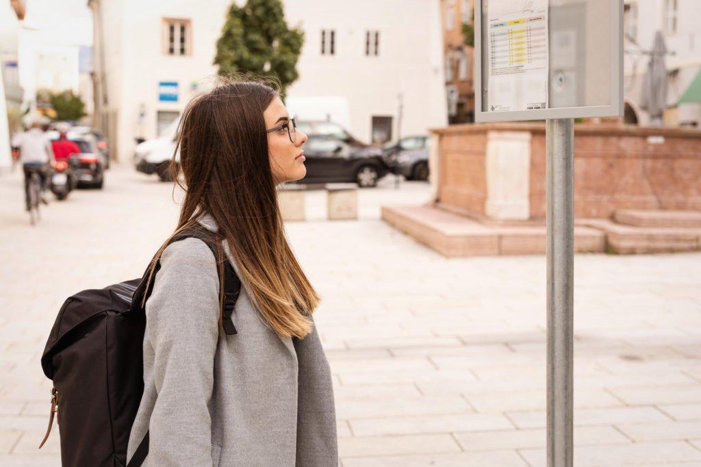 tvb-hallein-duerrnberg-informieren-öffentlicher-verkehr-bus-person