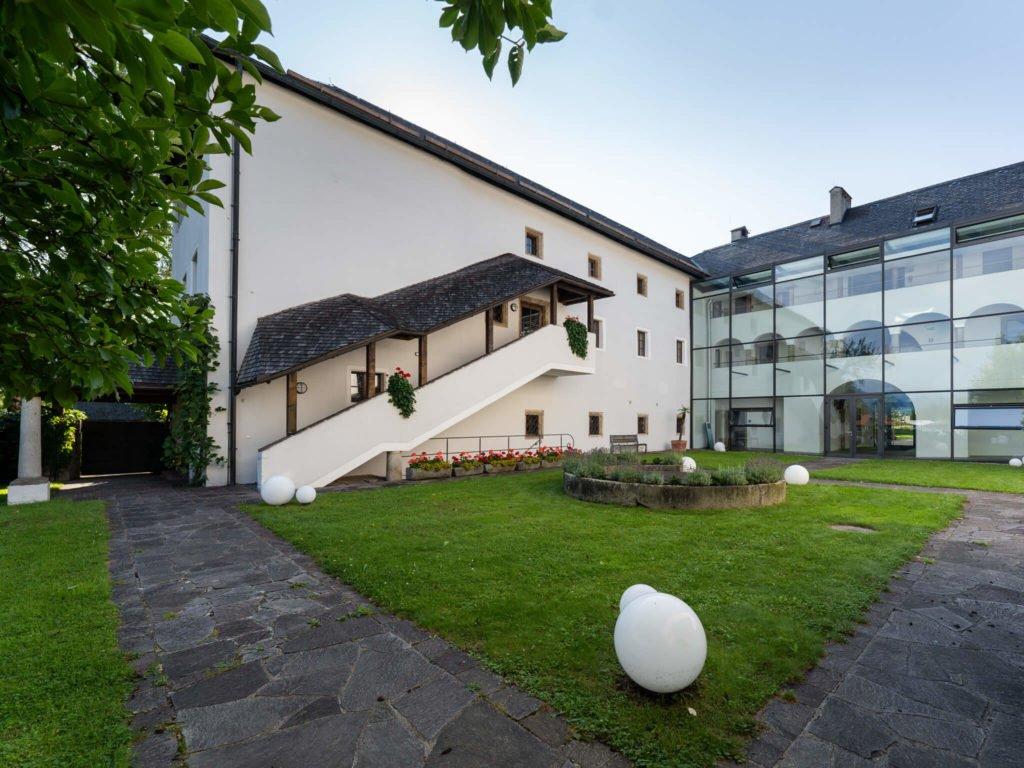 tvb-hallein-duerrnberg-ulsz-rif-schloss-innenhof