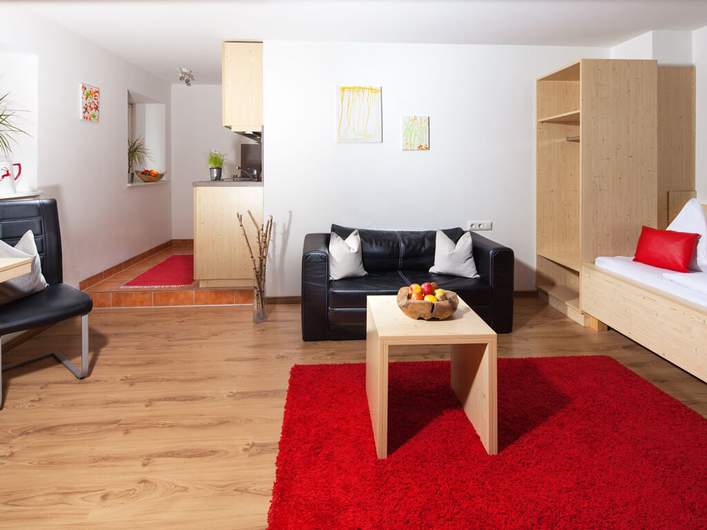 tvb-hallein-duerrnberg-unterkunft-auwirt-apartment-wohnen-auf-zeit-roter-teppich