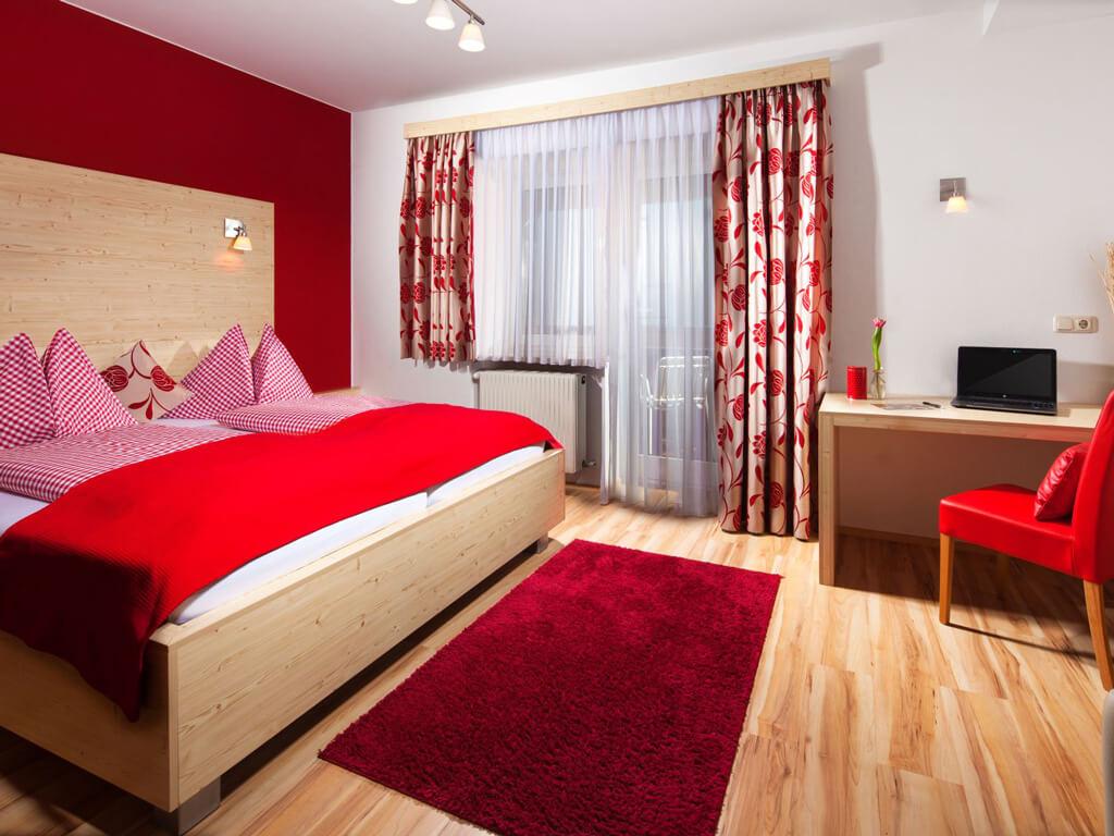 tvb-hallein-duerrnberg-unterkunft-auwirt-hotelzimmer-rot