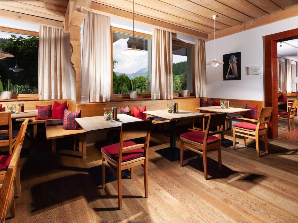 tvb-hallein-duerrnberg-unterkunft-kranzbichlhof-cafe-bestuhlung