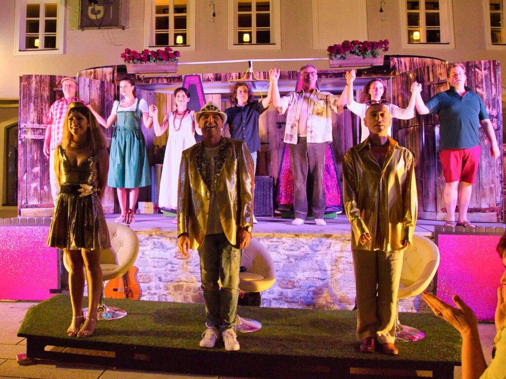 tvb-hallein-duerrnberg-veranstaltungen-strassentheater-applaus