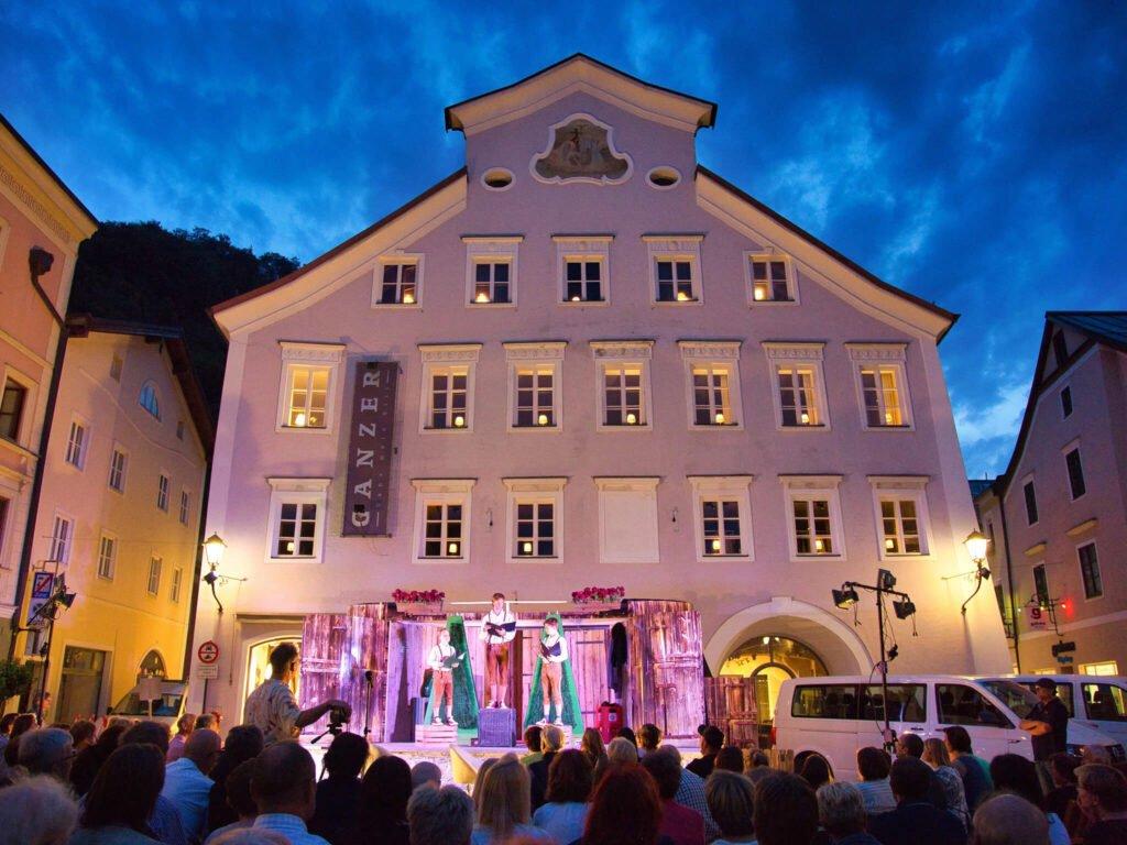 tvb-hallein-duerrnberg-veranstaltungen-strassentheater-publikum